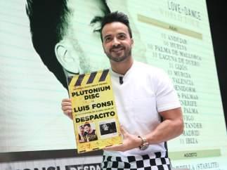Universal entrega a Luis Fonsi un reconocimiento por Despacito