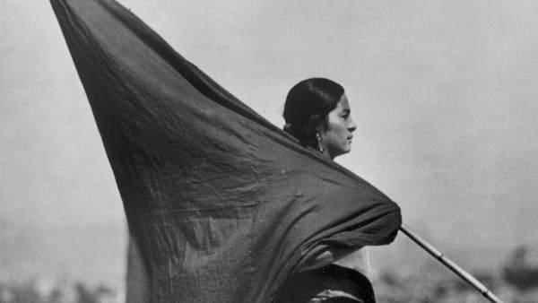 Mujer con bandera, c.1928