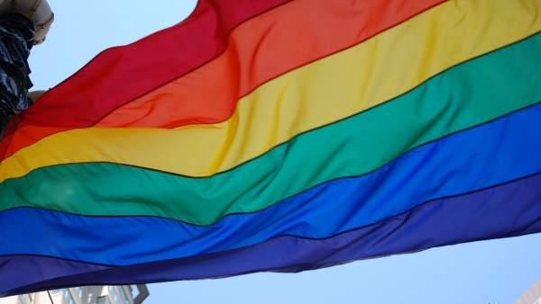 Bandera del Orgullo LGTBi que se celebra esta semana en Madrid