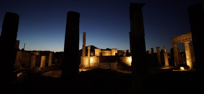 Pompeya de noche