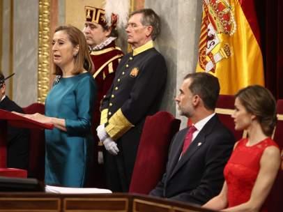 Ana Pastor y los Reyes en el acto por el 40 aniversario de las elecciones