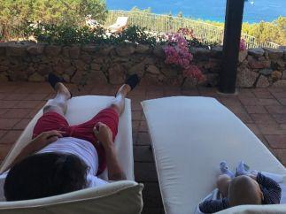 Cesc Fàbregas junto a su hijo