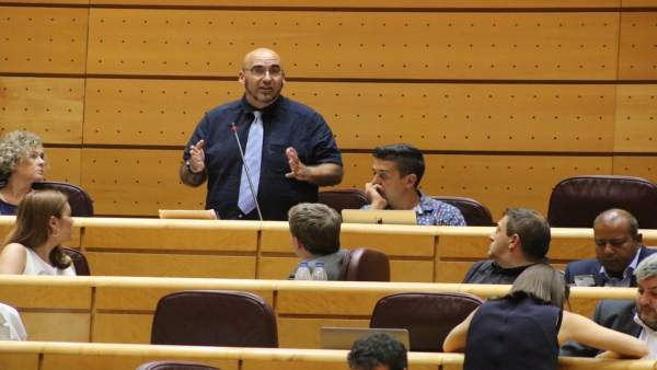 El senador de Compromís, Jordi Navarrete
