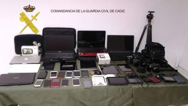 Los objetos recuperados por la Guardia Civil