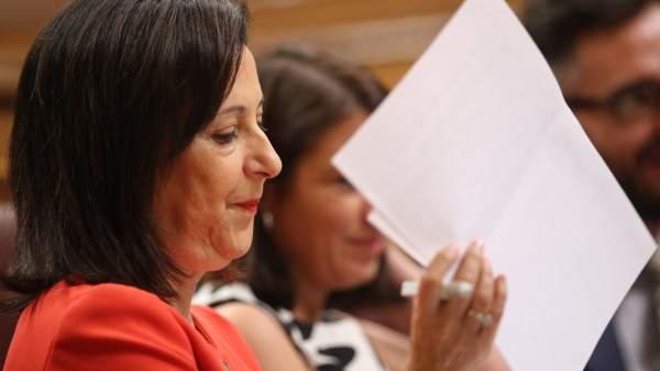 La portavoz del PSOE en el Congreso, Margarita Robles, y la vicesecretaria general socialista, Adriana Lastra.