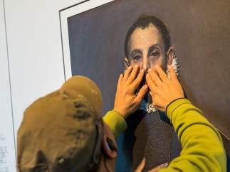 Reproducción en relieve de 'El caballero de la mano en el pecho'