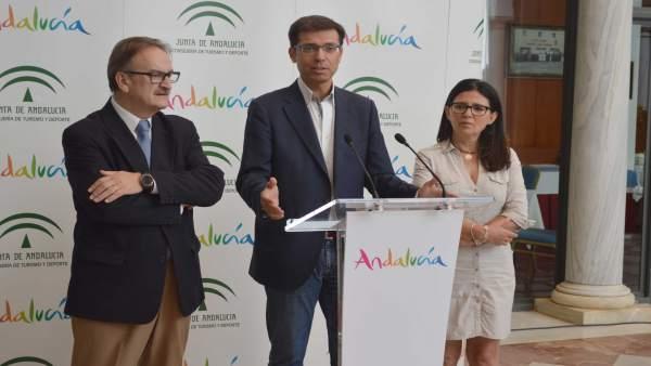 Cristóbal fernández consejero delegado turismo andaluz con alcaldesa archidona m