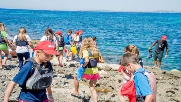 Jornadas de limpieza de litoral en Baleares