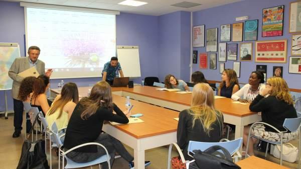 L'AVL i l'IRL impulsen una estada lingüística d'estiu a València amb estudiants de 15 universitats europees
