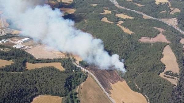Incendio de vegetación agrícola en Avinyó (Barcelona).