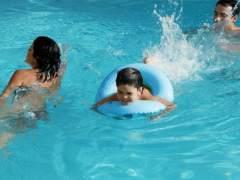 Consejos para un baño seguro en piscinas y playas