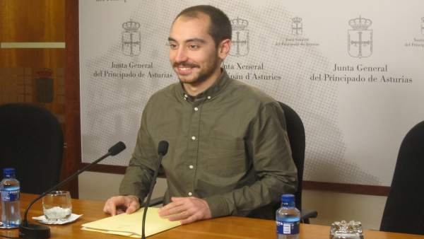 El diputado de Podemos Asturias en la Junta General, Héctor Piernavieja