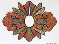 Cuello (Yunjian) con forma de Ruyi con diseño floral