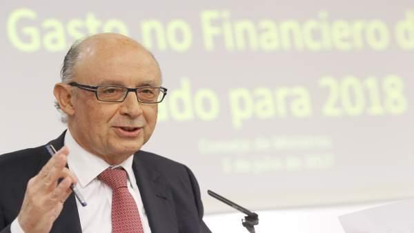 Cristóbal Montoro tras la rueda de prensa del Consejo de Ministros
