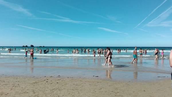 Playa, verano, sol, calor,  turistas, asturias. Playa de Aguilar