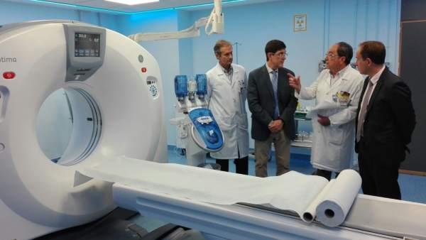 Villegas visita el hospital Virgen de la Arrixaca