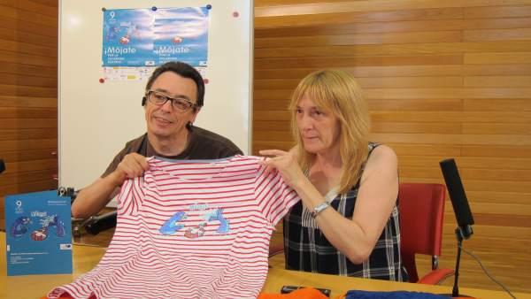 Oliván y Lasanta posan junto a productos de la campaña
