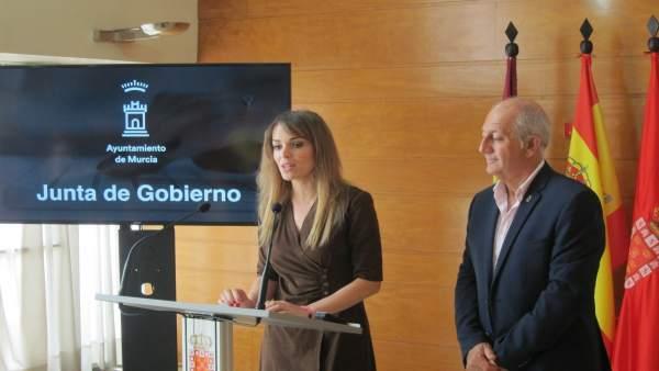 La portavoz del Equipo de Gobierno, Rebeca Pérez, durante la rueda de prensa