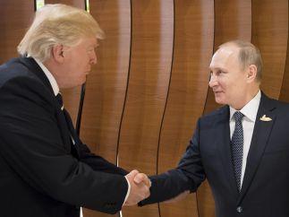 Apretón de manos de Trump y Putin