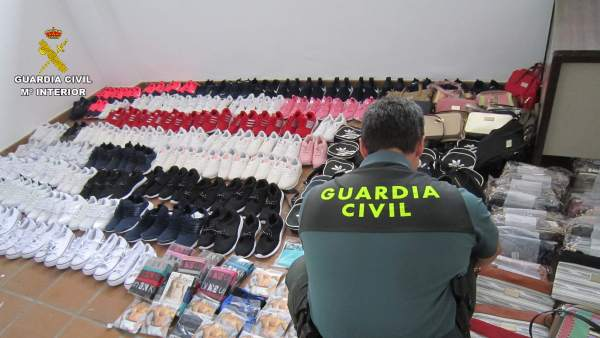 Remitiendo Np 'La Guardia Civil Ha Intervenido 218 Prendas Falsificadas En Matal