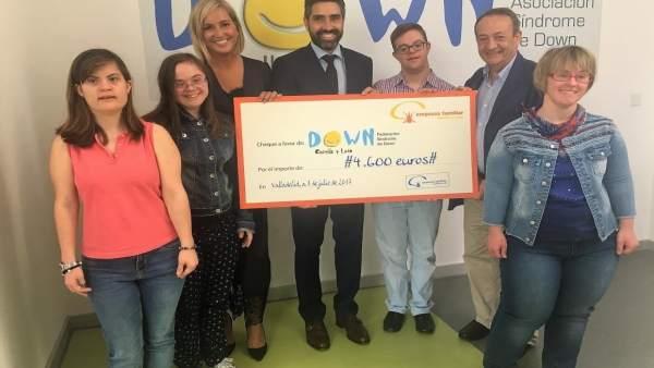 Valladolid: entrega de los 4.600 euros a Fundación Down