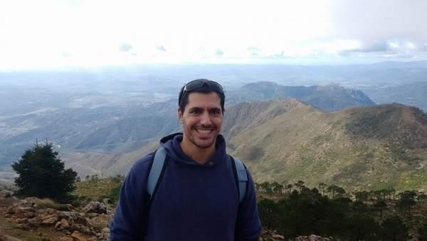 El estudiante Oliver Gutiérrez recibe el premio jóvenes investigadores de la AGE