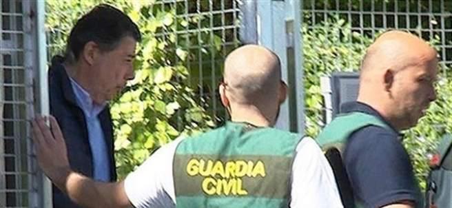 Ignacio González, en el momento de ser detenido por la UCO