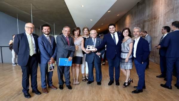 Nota De Prensa Y Fotografías. Barrios Por El Empleo Premio