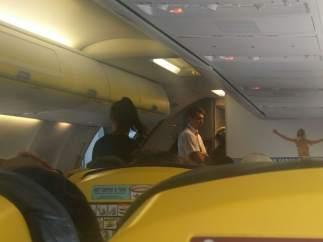 Encerrados en un avión de Ryanair