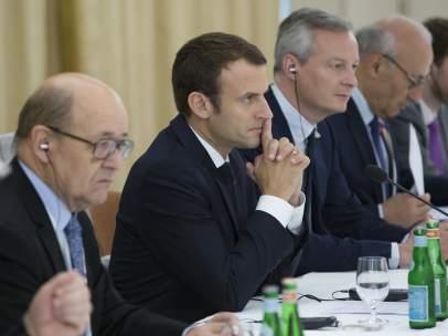 El presidente francés, Emmanuel Macron, con algunos de sus ministros.