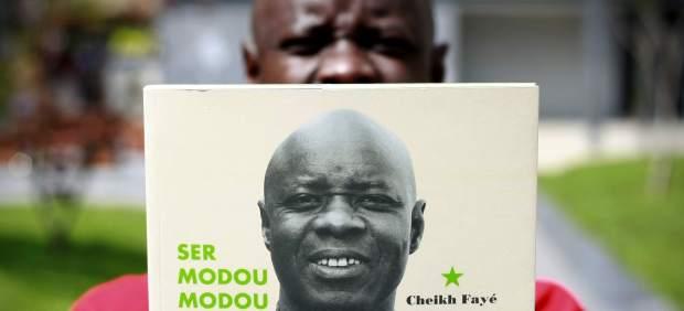Cheikh Fayé, el primer senegalés en publicar un libro en gallego