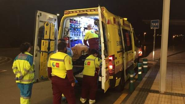 Una ambulancia en Guadarrama, atendiendo a una víctima de un apuñalamiento