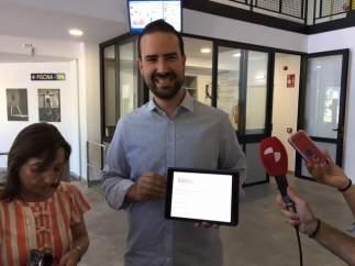 Soria: EL Concejal Presenta La APP De Las Piscinas
