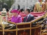 Isabel II, en carroza con Felipe VI