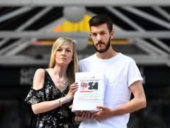 El hospital no permite a los padres de Charlie Gard que se lo lleven a morir a casa