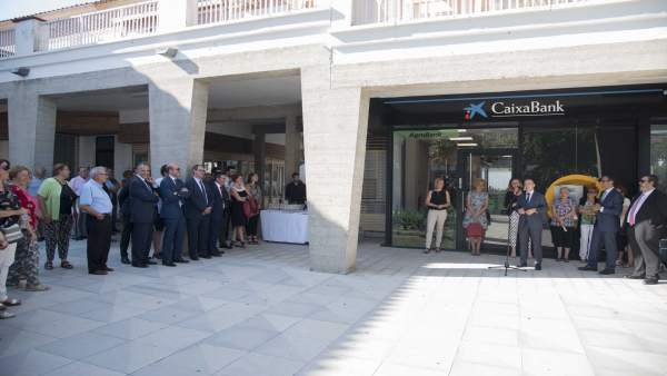 CaixaBank inaugura una oficina en Mequinenza (Zaragoza)