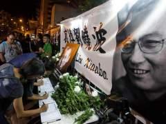 Dos desaparecidos y seis detenidos en China por rendir tributo al Nobel Liu Xiaobo