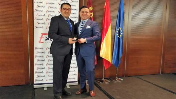 José Hernández, CEO de la empresa, recibe el galardón