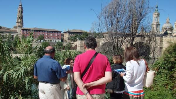 Paseo por la ribera que ofrece el Alma Mater Museum.