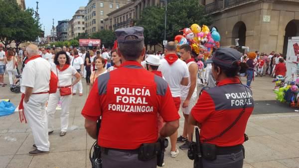 Patrulla de la Policía Foral en San Fermín