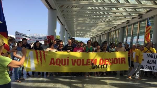 Concentración Avançam aeropuerto de Palma