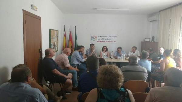 Maíllo en su reunión con la Plataforma Ciudadana por el Guadiato.