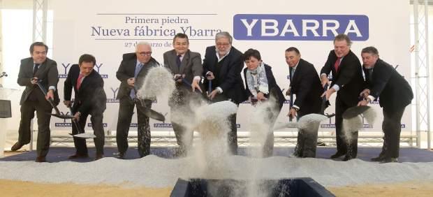 Acto de colocación de la primera piedra de la nueva factoría de Ybarra.