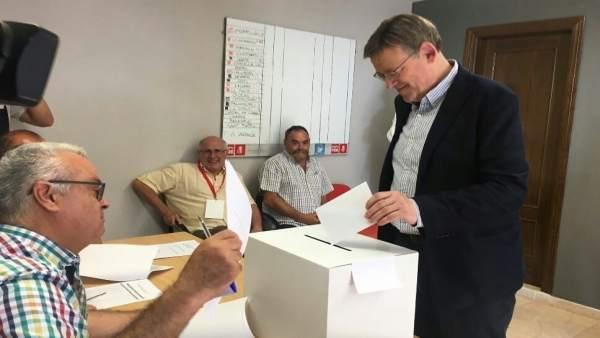 Ximo Puig vota en las primarias del PSPV en Morella