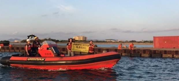 Actuación Puerto Mayor Greenpeace y ANSE