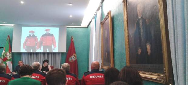 Rueda de prensa de Ramiro Gonzálzez y Beltrán de heredia en Diputación de alava