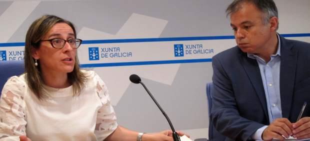 La conselleira de Infraestruturas, Ethel Vázquez, junto al director del IGVS
