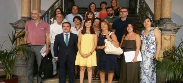 Cañete y Herrador (centro) junto a representantes de colectivos beneficiarios
