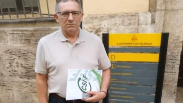 CSI·F entrega una recopilació de normativa de Trànsit a Grezzi per a recordar-li la legislació