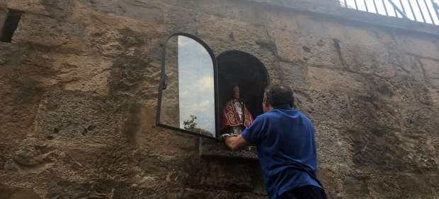 Colocación de la imagen de San Fermín.